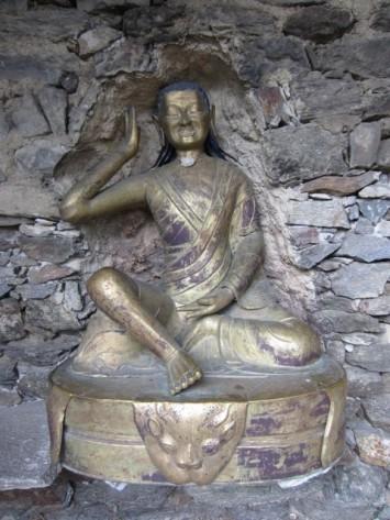 Figura 13 - Estatua tibetana del Yogi Milarepa en el castillo de Juval