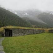 Figura 8 - Construcción semi-subterranea del Museo Ortles al pie de los Alpes